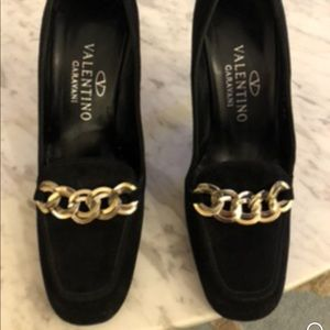 Black suede Valentino pump in great condition